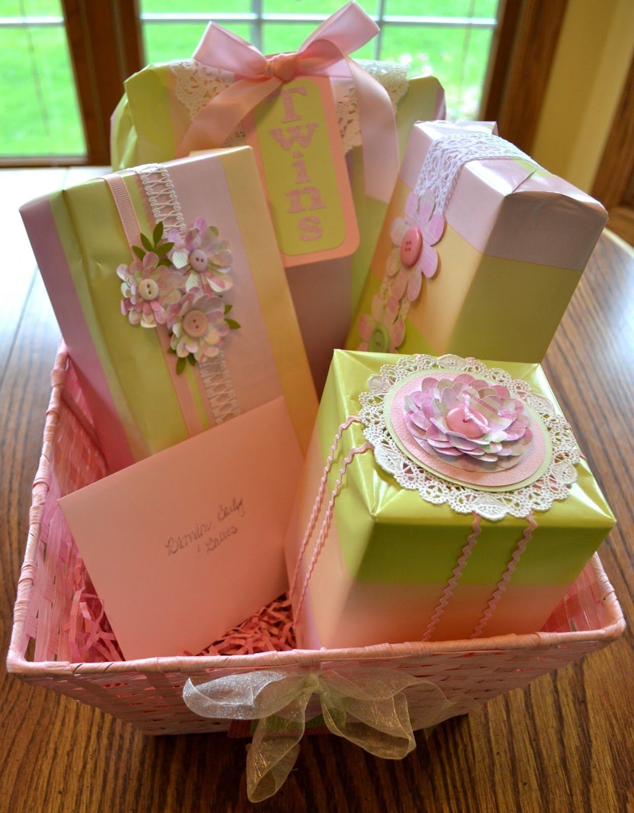 10 Fabulous Baby Shower Gift Wrap Ideas