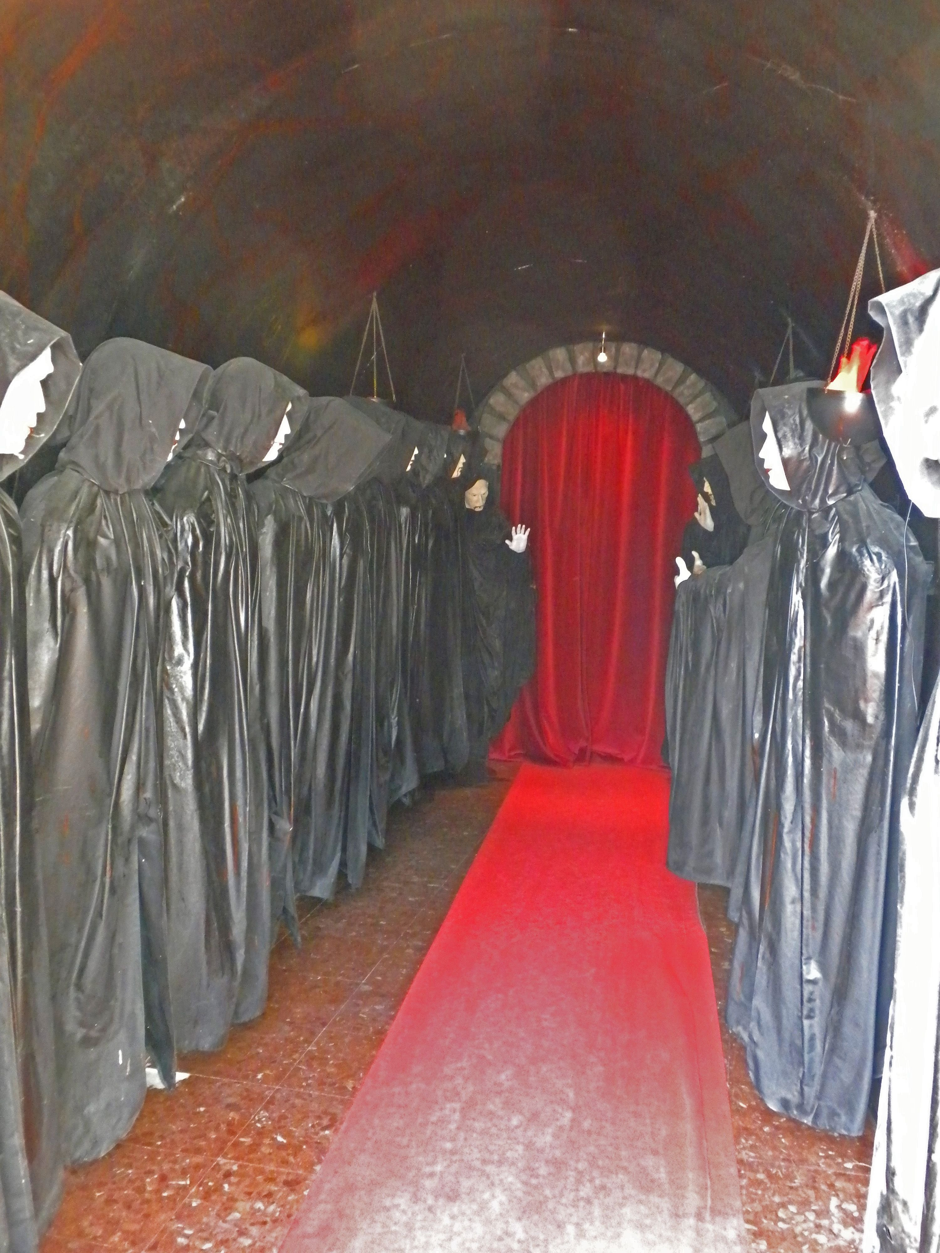 10 attractive haunted house ideas for halloween 2019